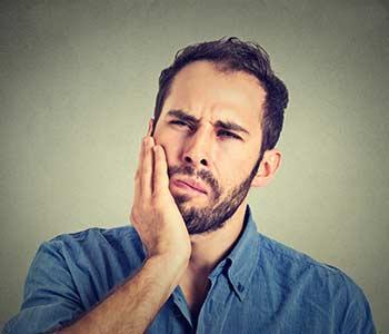 Mississauga dentist explains the signs and symptoms of gum disease